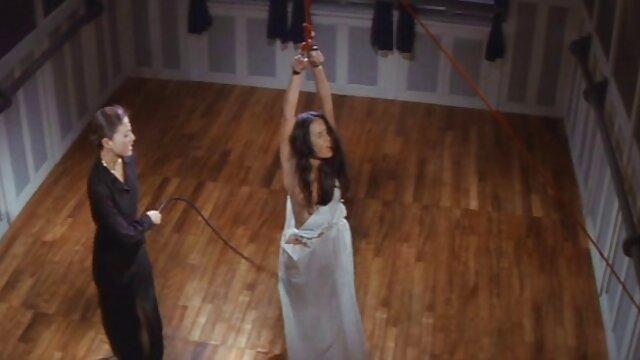 زن فیلم سوپر عربی جدید و شوهر نوجوان خمیده با مشاعره بزرگ